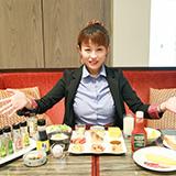 「レンブラントホテル海老名」の朝食ビュッフェから始まる朝。地元の食材で力をつけて有意義な1日を過ごして欲しい、そんな思いのこもった地産地消のメニューが並びます。